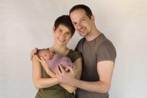 2020_babyfoto_fotoshooting_mit_neugeborene_und_-geschwisterfotos_in_mainz_und_frankfurt_babyfotografin_eva_wegerle