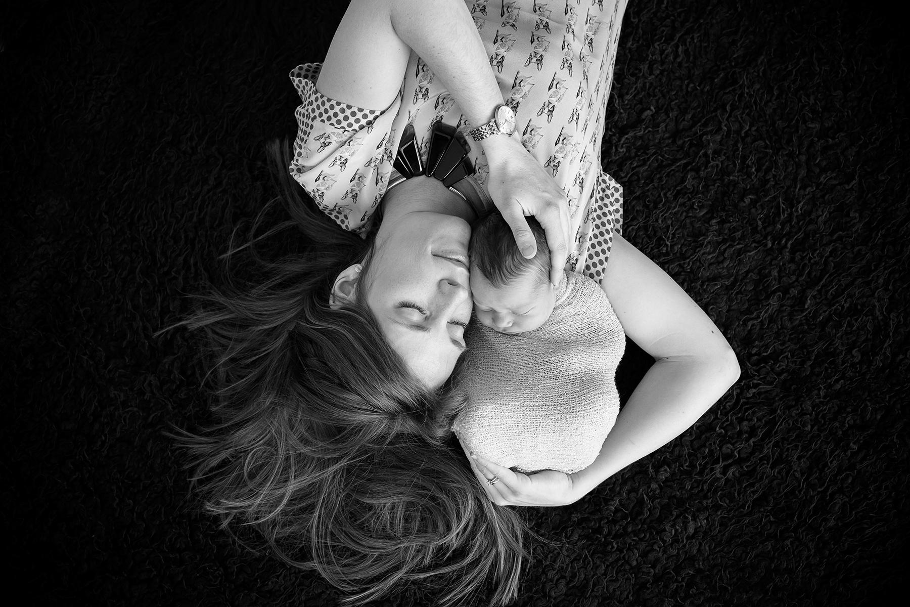 Neugeborenenfotos beim Fotoshooting mit Baby aus Mainz und Frankfurt