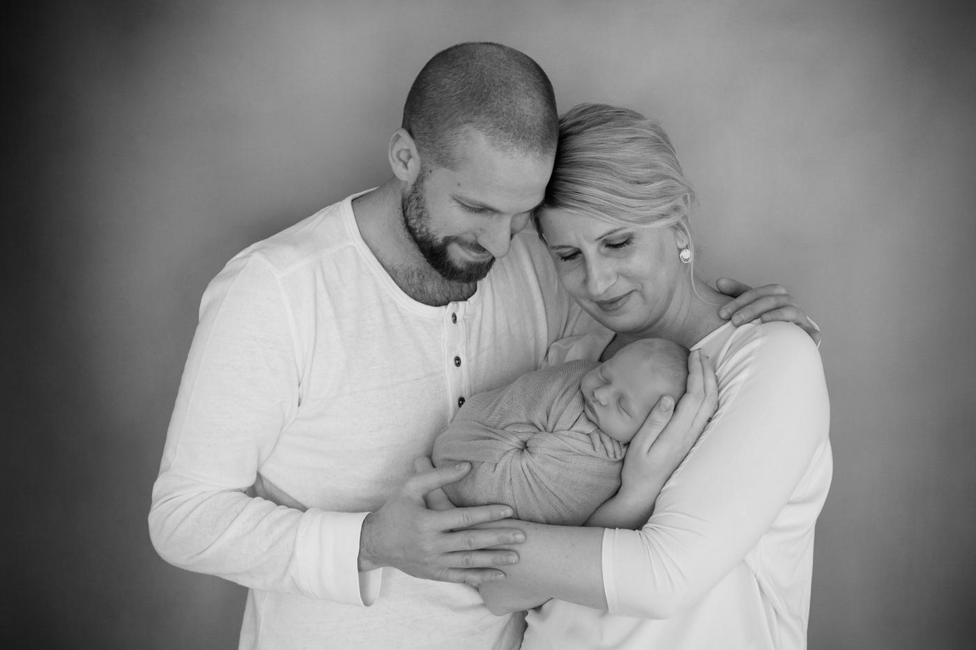 Babyfoto mit Eltern in Mainz bei einem Babyfotoshooting